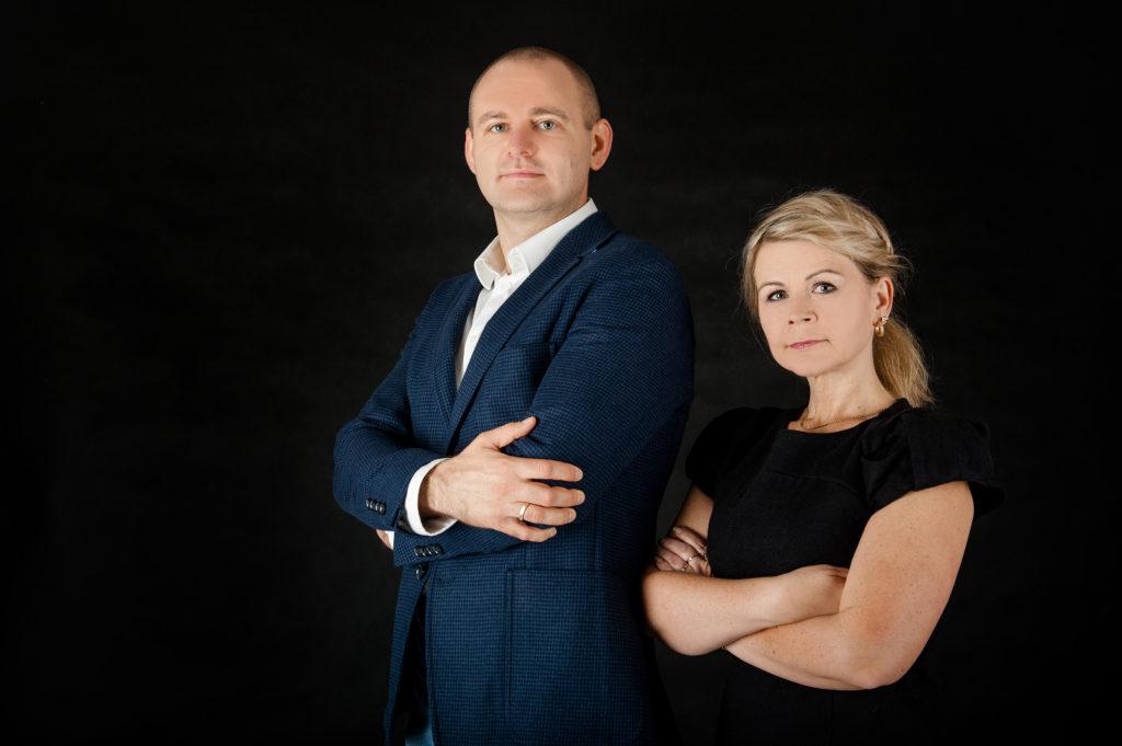 Rafał Peryt i Monika Rucka-Peryt - Szkolenia BHP on-line MIRP. Platforma szkoleń BHP - szkolenia BHP dla nauczcieli, pracowników administracyjno-biurowych, pracowników handlu, transportu i telekomunikacji, kadry kierującej i pracodawców.